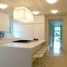 Фотография: Кухня и столовая в стиле Минимализм, Дом, Цвет в интерьере, Дома и квартиры, Белый – фото на InMyRoom.ru