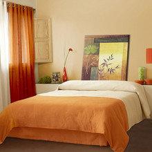 Фотография: Спальня в стиле Современный, Декор интерьера, Мебель и свет, Декор дома – фото на InMyRoom.ru