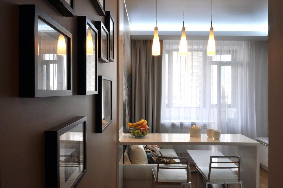 Фотография: Кухня и столовая в стиле Современный, Малогабаритная квартира, Квартира, Цвет в интерьере, Дома и квартиры, Белый, Переделка – фото на InMyRoom.ru