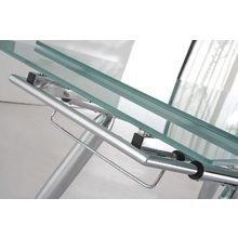 Раздвижной обеденный стол со столешницей из матового стекла