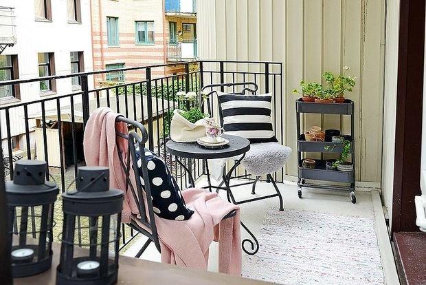Фотография: Кухня и столовая в стиле Прованс и Кантри, Балкон, Квартира, Аксессуары, Мебель и свет, Терраса, Советы, Ремонт на практике, бюджетное обновление балкона, экономичный ремонт на балконе – фото на InMyRoom.ru
