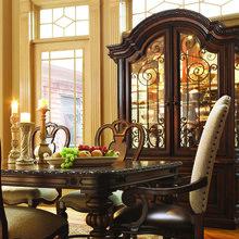 Фотография: Кухня и столовая в стиле Классический, Декор интерьера, Comptoir de Famille, Мебель и свет, Прованс, Буфет – фото на InMyRoom.ru
