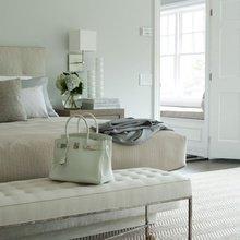 Фотография: Спальня в стиле Классический, Современный, Декор интерьера, Мебель и свет, Декор дома – фото на InMyRoom.ru