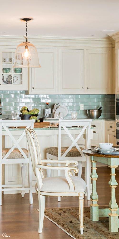 Фотография: Кухня и столовая в стиле Прованс и Кантри, Малогабаритная квартира, Квартира, Декор, Советы, Хрущевка – фото на InMyRoom.ru