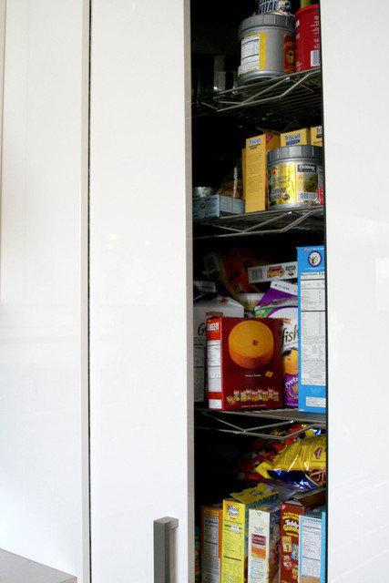 Фотография: Прочее в стиле , Кухня и столовая, Интерьер комнат, Цвет в интерьере, Белый – фото на InMyRoom.ru
