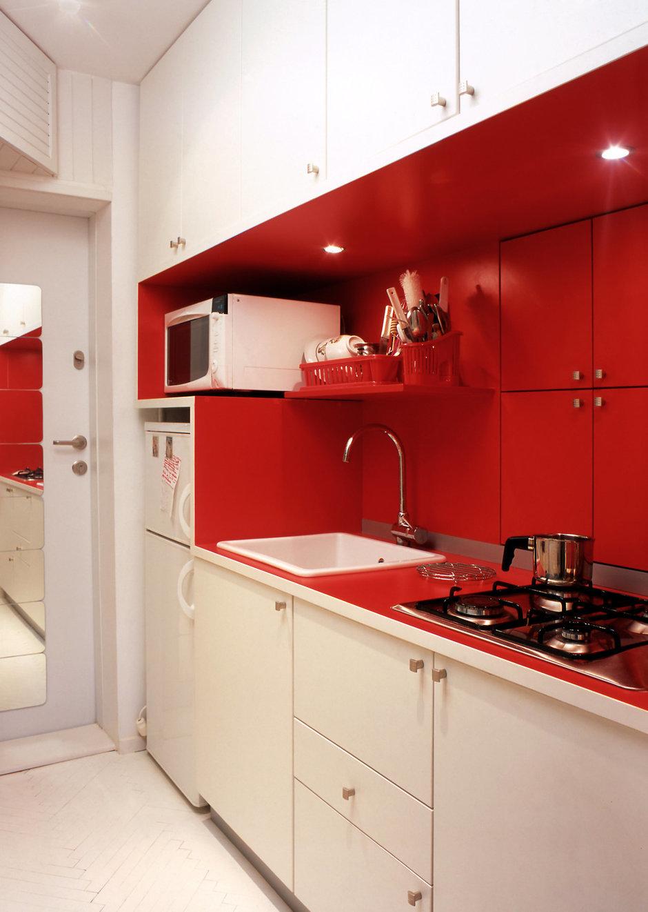 Фотография: Кухня и столовая в стиле Современный, Декор интерьера, Малогабаритная квартира, Квартира, Цвет в интерьере, Стиль жизни, Советы – фото на InMyRoom.ru