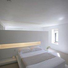 Фотография: Спальня в стиле Современный, Декор интерьера, Дом, Дома и квартиры, Архитектурные объекты – фото на InMyRoom.ru