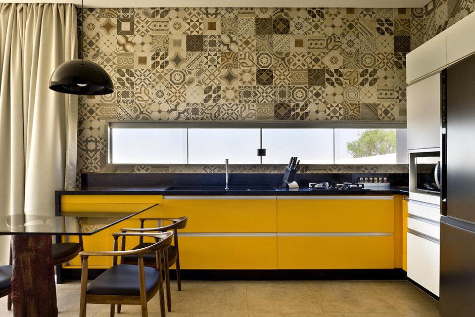 Фотография: Кухня и столовая в стиле Современный, Декор интерьера, Дом, Дома и квартиры, Архитектурные объекты – фото на InMyRoom.ru