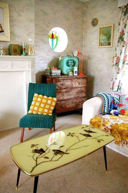 Фотография: Гостиная в стиле Прованс и Кантри, Интерьер комнат, Мебель и свет, Диван, Потолок – фото на InMyRoom.ru