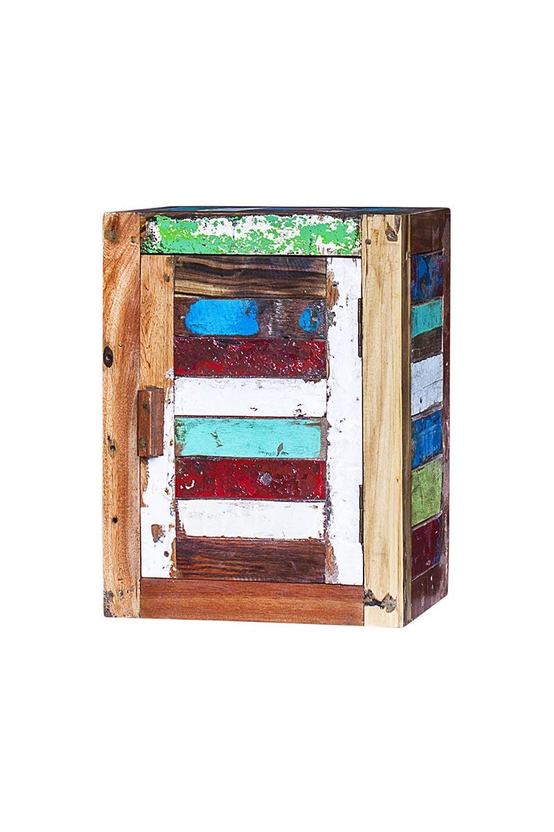 Навесной шкаф бендер из массива древесины старого рыбацкого судна