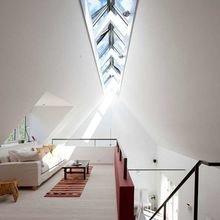Фотография: Спальня в стиле Современный, Декор интерьера, Дом, Мебель и свет, Футуризм – фото на InMyRoom.ru