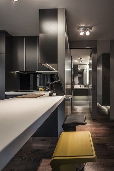 Фотография: Кухня и столовая в стиле Современный, Малогабаритная квартира, Квартира, Цвет в интерьере, Дома и квартиры, Серый, Умный дом, Будапешт – фото на InMyRoom.ru