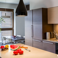 Фотография: Кухня и столовая в стиле Современный, Восточный, Декор интерьера, Дизайн интерьера, Цвет в интерьере, Черный, Пол – фото на InMyRoom.ru