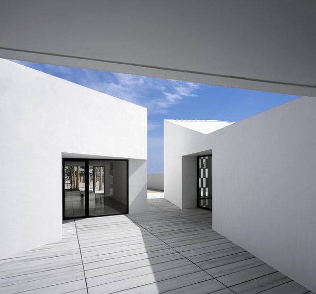Фотография: Архитектура в стиле Современный, Декор интерьера, Дом, Цвет в интерьере, Дома и квартиры, Белый, Архитектурные объекты – фото на InMyRoom.ru