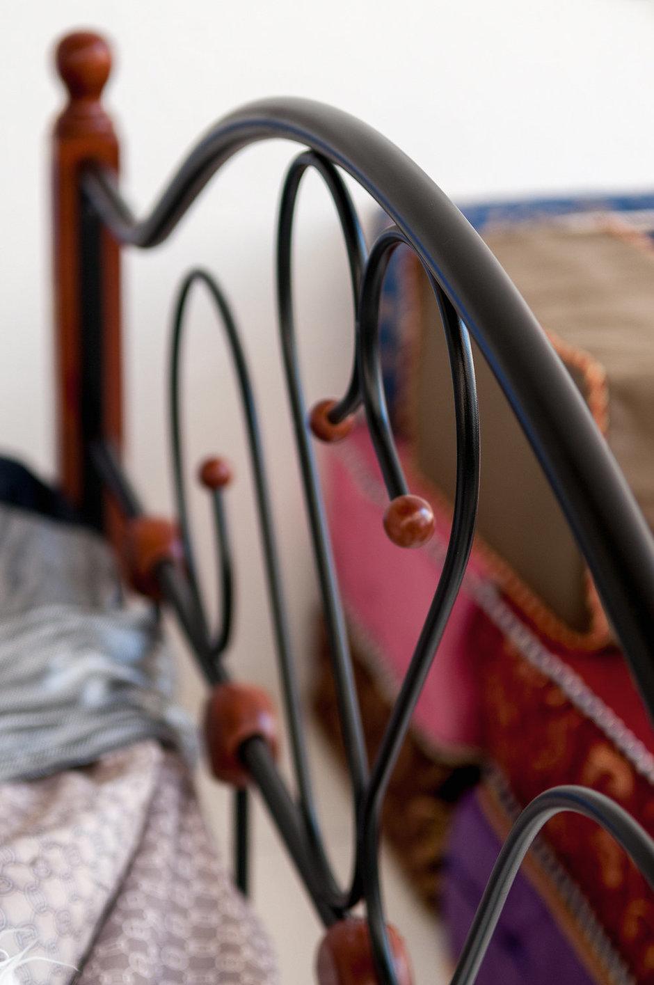 Фотография:  в стиле , Эклектика, Декор интерьера, Дом, Архитектура, Дизайн интерьера, Декор, Мебель и свет, Проект недели, Переделка, Дача, Мансарда, Строительные материалы, Дом и дача, Фазенда, Строительные работы, как обустроить мансарду, спальня в мансарде, лаундж-зона – фото на InMyRoom.ru
