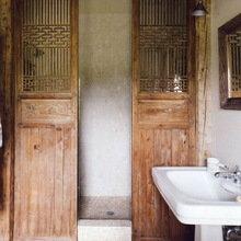 Фотография: Ванная в стиле Кантри, Восточный, Эклектика, Декор интерьера, Декор, Прочее, Советы, кирпичная стена в интерьере, современный интерьер в квартире старого фонда, метлахская плитка в интерьере, лепнина в интерьере – фото на InMyRoom.ru