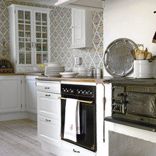 Фотография: Кухня и столовая в стиле Кантри, Дом, Дома и квартиры, Окна – фото на InMyRoom.ru
