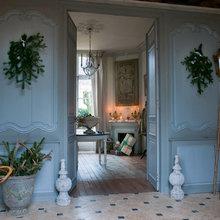 Фотография: Прихожая в стиле Кантри, Дом, Дома и квартиры, Камин, Свечи – фото на InMyRoom.ru