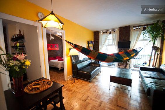 Фотография: Кухня и столовая в стиле Скандинавский, Декор интерьера, Текстиль, Airbnb, Гамак – фото на InMyRoom.ru