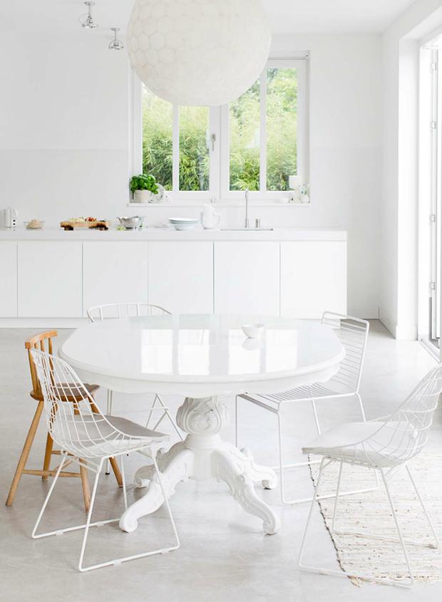 Фотография: Кухня и столовая в стиле Эклектика, Декор интерьера, Дизайн интерьера, Цвет в интерьере, Советы, Белый – фото на InMyRoom.ru