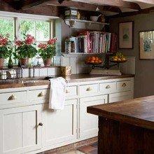 Фотография: Кухня и столовая в стиле Кантри, Малогабаритная квартира, Интерьер комнат – фото на InMyRoom.ru