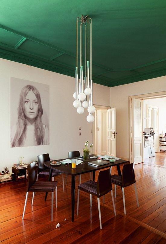 Фотография: Кухня и столовая в стиле Скандинавский, Декор интерьера, Дизайн интерьера, Цвет в интерьере, Потолок – фото на InMyRoom.ru