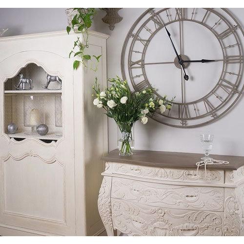 Фотография:  в стиле Классический, Современный, Декор интерьера, Часы, Декор дома – фото на InMyRoom.ru