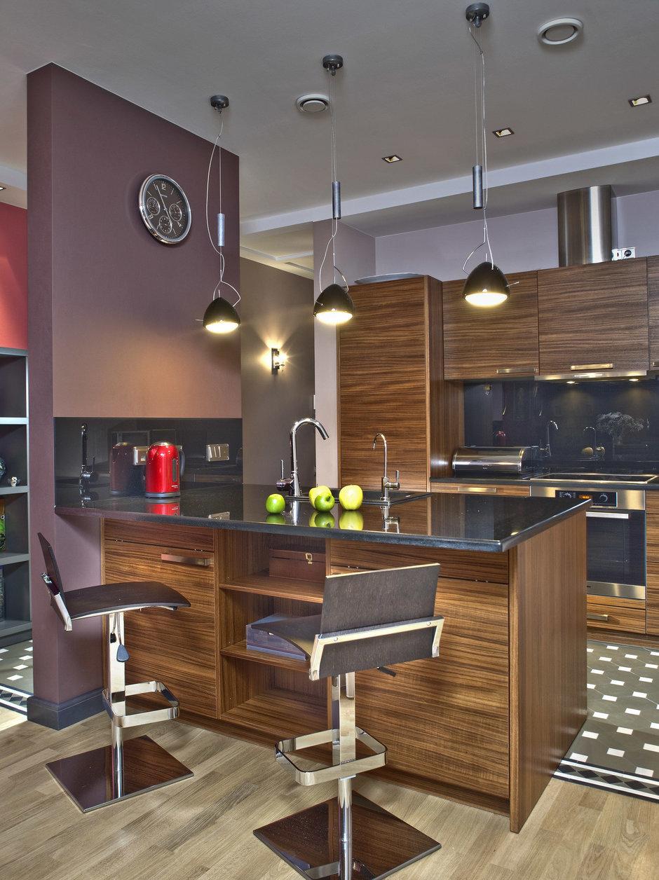 Фотография: Кухня и столовая в стиле Хай-тек, Квартира, Дома и квартиры, Проект недели – фото на InMyRoom.ru