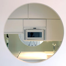 Фотография: Кухня и столовая в стиле Современный, Малогабаритная квартира, Квартира, Цвет в интерьере, Белый, Проект недели, Переделка – фото на InMyRoom.ru
