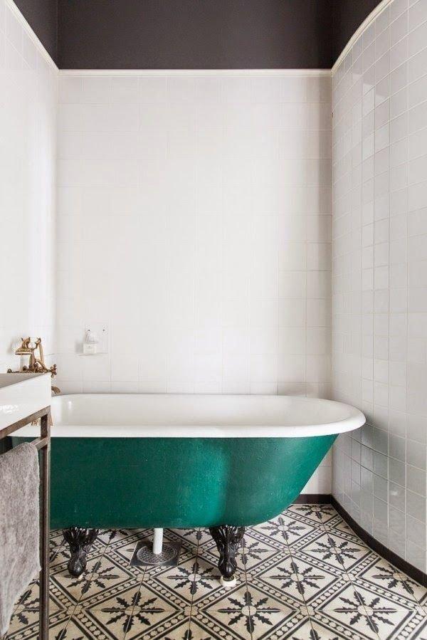 Фотография: Ванная в стиле Прованс и Кантри, Скандинавский, Декор интерьера, Дизайн интерьера, Цвет в интерьере – фото на InMyRoom.ru