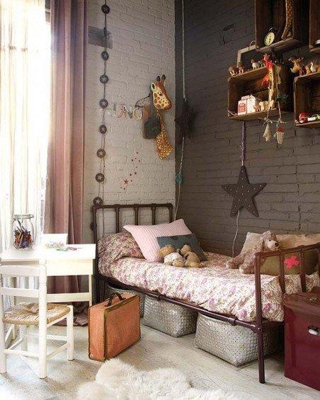 Фотография: Детская в стиле Лофт, Скандинавский, Декор интерьера, Дизайн интерьера, Цвет в интерьере, Балки, Розовый, Фуксия – фото на INMYROOM