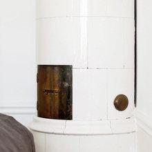 Фотография:  в стиле Кантри, Скандинавский, Современный, Спальня, Декор интерьера, Интерьер комнат, Цвет в интерьере, Белый, Проект недели – фото на InMyRoom.ru