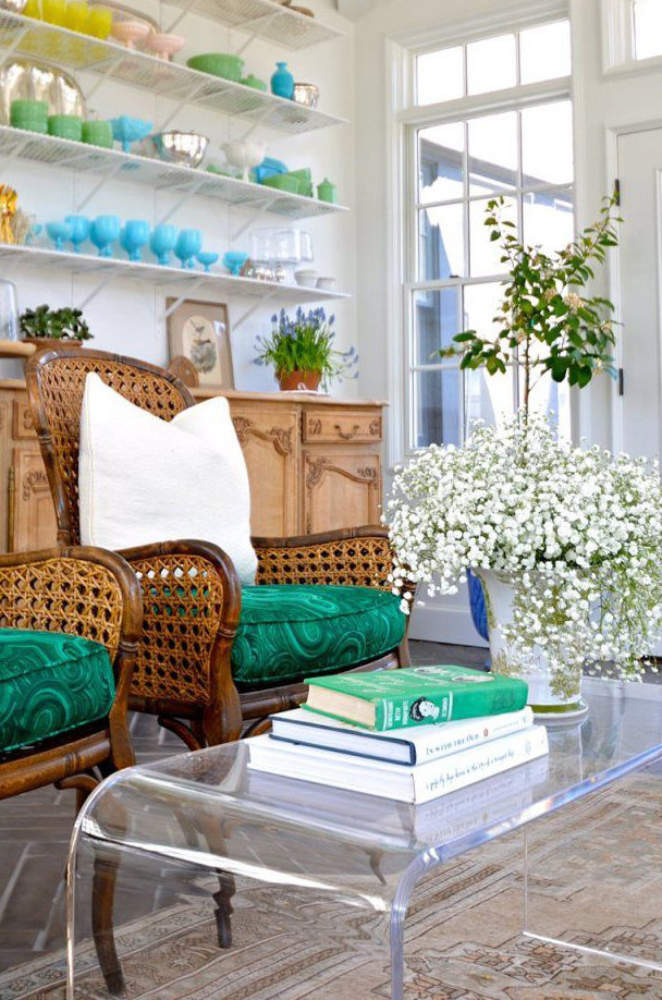 Фотография: Гостиная в стиле Прованс и Кантри, Эклектика, Декор интерьера, Дизайн интерьера, Цвет в интерьере – фото на InMyRoom.ru