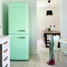 Фотография: Кухня и столовая в стиле Скандинавский, Интерьер комнат, SMEG, Холодильник – фото на InMyRoom.ru