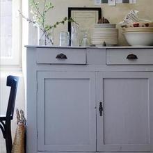 Фотография: Кухня и столовая в стиле Кантри, Декор интерьера, Мебель и свет, Шкаф – фото на InMyRoom.ru