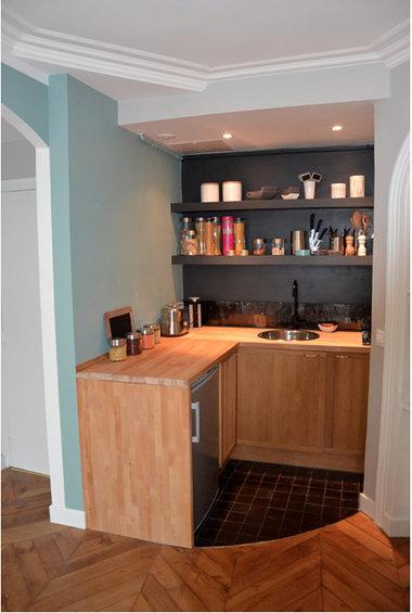 Фотография: Кухня и столовая в стиле Минимализм, Классический, Малогабаритная квартира, Квартира, Дома и квартиры, Париж – фото на InMyRoom.ru