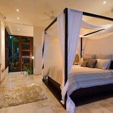Фотография: Спальня в стиле Современный, Декор интерьера, Мебель и свет, Балдахин – фото на InMyRoom.ru