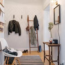 Фотография: Прихожая в стиле Скандинавский, Малогабаритная квартира, Квартира, Швеция, Цвет в интерьере, Дома и квартиры, Белый – фото на InMyRoom.ru