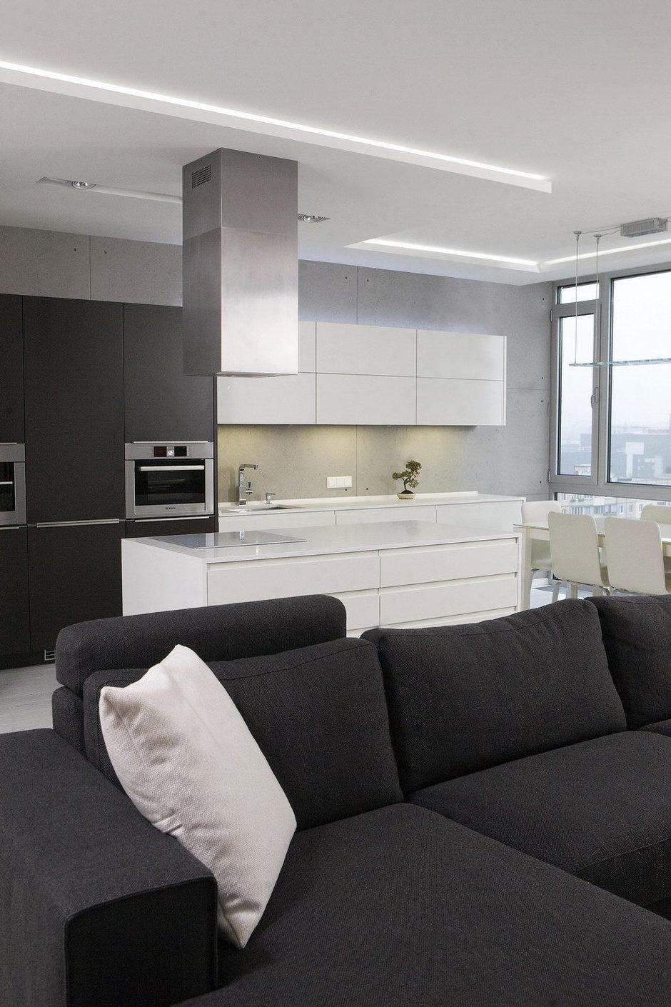 Фотография: Кухня и столовая в стиле Лофт, Квартира, Цвет в интерьере, Дома и квартиры, Белый, Минимализм – фото на InMyRoom.ru