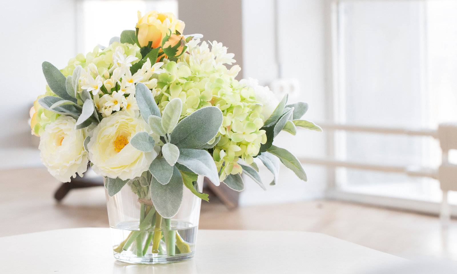 Купить Композиция из искусственных цветов - салатовая гортензия, ранункулюсы, агапантус, inmyroom, Россия