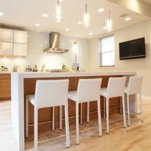 Фотография: Кухня и столовая в стиле Современный, Интерьер комнат, Барная стойка – фото на InMyRoom.ru