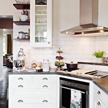 Фотография: Кухня и столовая в стиле Скандинавский, Квартира, Швеция, Цвет в интерьере, Дома и квартиры, Белый – фото на InMyRoom.ru