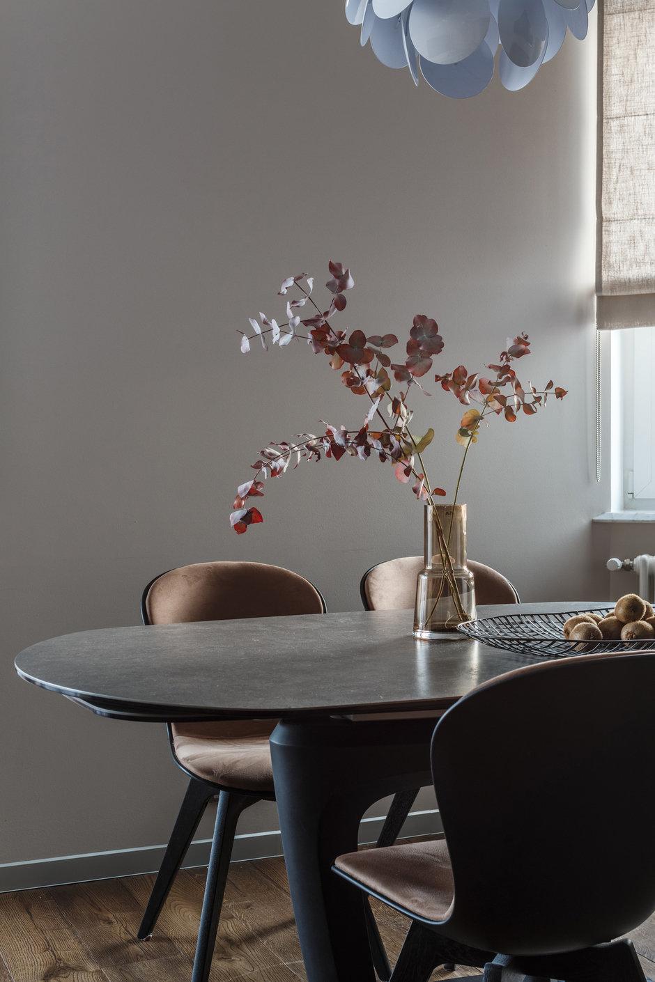 Фотография: Кухня и столовая в стиле Современный, Квартира, Проект недели, Москва, Монолитный дом, 4 и больше, Более 90 метров, Юлия Кишкович – фото на InMyRoom.ru