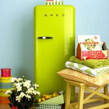 Фотография: Декор в стиле Кантри, Кухня и столовая, Интерьер комнат, SMEG, Холодильник – фото на InMyRoom.ru
