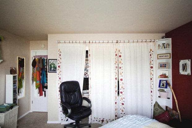 Фотография:  в стиле Современный, Декор интерьера, Дом, Декор дома, Системы хранения, Шторы – фото на InMyRoom.ru