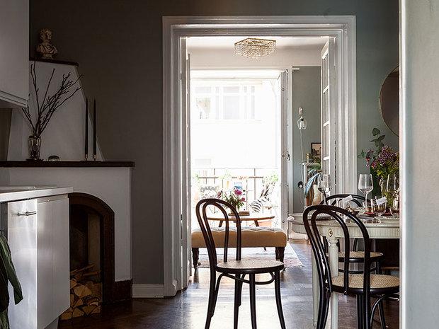 Фотография: Кухня и столовая в стиле Классический, Гостиная, Спальня, Скандинавский, Эклектика, Декор интерьера, Квартира, Швеция, Декор, Зеленый, Стокгольм, как создать уютную атмосферу, как обустроить двухкомнатную квартиру, 2 комнаты, 40-60 метров, как сочетать орнаменты – фото на INMYROOM