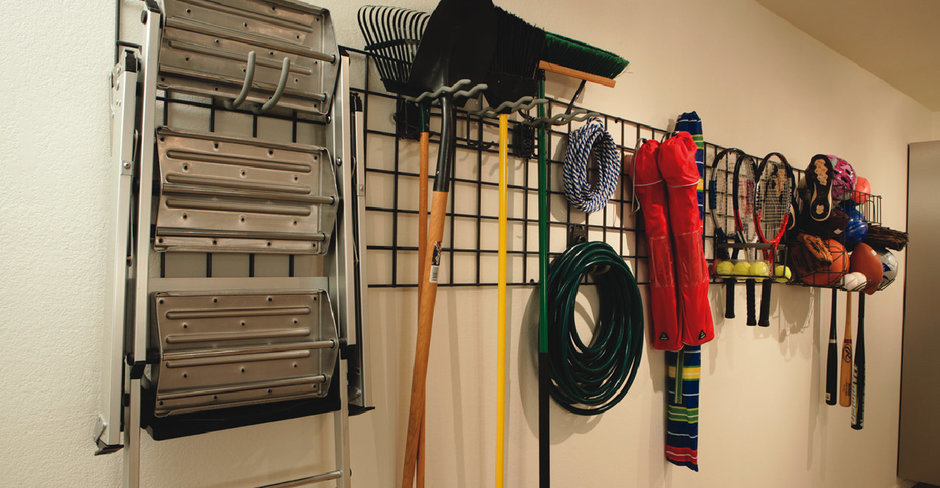 Фотография:  в стиле Прованс и Кантри, Современный, Гардеробная, Хранение, Интерьер комнат, Системы хранения, Полки – фото на InMyRoom.ru