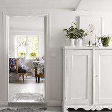 Фотография: Прихожая в стиле Кантри, Скандинавский, Декор интерьера, Мебель и свет, Шкаф – фото на InMyRoom.ru