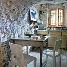 Фотография: Кухня и столовая в стиле Кантри, Дом, Испания, Дома и квартиры, Современное искусство – фото на InMyRoom.ru
