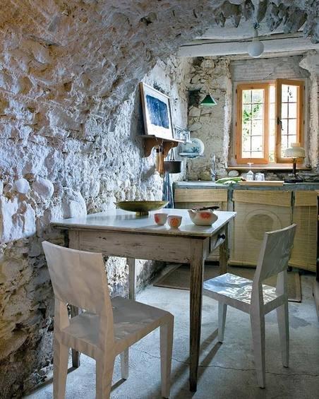 Фотография: Кухня и столовая в стиле Прованс и Кантри, Дом, Испания, Дома и квартиры, Современное искусство – фото на InMyRoom.ru